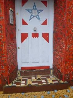 etoile bleue maison close tours art deco fresque porte